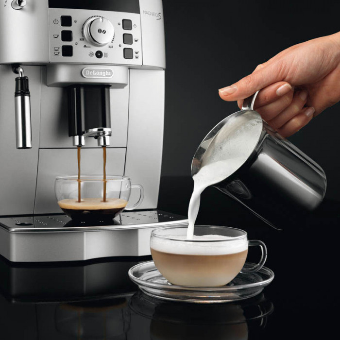 "Ekspres do kawy DeLonghi ""ECAM 22.110.SB"""